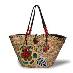 Natural Raffia Bag with Flower Applique | Beach and Resort tote bag | SolEscapes.com