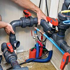 Emboîter les raccords sur les tubes PVC du circuit hydraulique existant. Tube Pvc, Le Tube, Pac Piscine, Swimming Pool Decks, Pool Houses, Plumbing, Outdoor Power Equipment, Circuit, Home Appliances