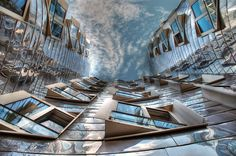 A view of the sky through Frank Gehry (building II, Düsseldorf). Shot by Hans van Reenen. Gothic Buildings, Unusual Buildings, Space Architecture, Amazing Architecture, Bizarre Photos, Frank Gehry, Famous Architects, Building Design, Skyscraper