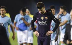 Piqué abandona el terreno de juego cabizbajo tras la derrota ante el Celta.