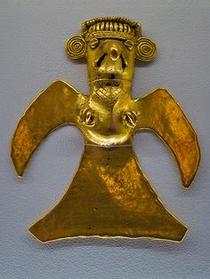 Pre-Columbian Gold Bird-shaped pendant at the Gold Museum, Costa Rica. Ancient Aliens, Ancient Art, Ancient History, Costa Rica Art, Colombian Art, South American Art, Archaeological Discoveries, Inca, Historical Art