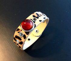 Chunk-Armband No Leder genietet, Leopardendruck, mit handgedrehtem Chunk Gemstone Rings, Gemstones, Jewelry, Jewellery Making, Month Gemstones, Jewels, Jewlery, Gems, Jewerly