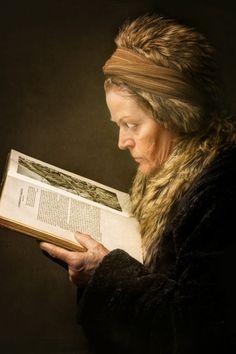 the woman reading, costume portrait Painter Photography, Portrait Photography, Dark Portrait, Shot Photo, Make Pictures, Dutch Painters, Woman Reading, Inspirational Books, Portrait Inspiration