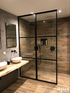 designer homes interior Small Bathroom Wallpaper, Small Bathroom Interior, Rustic Bathroom Shelves, Small Bathroom With Shower, Master Shower, Bathroom Layout, Modern Bathroom Design, Master Bathroom, Shower Bathroom