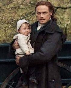 Jamie and Jemmy 🥰🥰🥰 How sweet is this? Sam Heughan Outlander, Outlander Season 4, Outlander Quotes, Outlander Casting, Outlander Tv Series, Outlander News, Gabaldon Outlander, Claire Fraser, Jamie Fraser