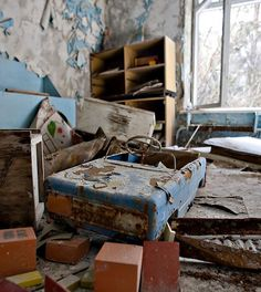 """Deserted secondary school near Chernobyl, Illinsty, Ukraine. Dec 1995 0.96.07.01.19″"