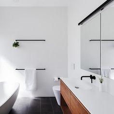 Modern Bathroom Decor Ideas Match With Your Home Design Bathroom Renos, Laundry In Bathroom, Bathroom Towels, White Bathroom, Small Bathroom, Bathroom Ideas, Bath Towels, Home Interior, Luxury Interior
