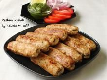 The word Reshmi is an Indian word that means 'silk'. This is an apt description for these silken textured delicious kababs. Easy Bbq Recipes, Indian Food Recipes, Chicken Recipes, Cooking Recipes, Indian Snacks, Cooking Games, Veg Recipes, Grilling Recipes, Vegetarian Recipes
