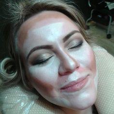 Contorno facial pra ficar diva!! #espacodellasbar #blowout #blowoutup #make #nails #asmelhoresdomundo #vem