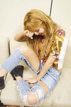 Hyuna, K-pop idol fashion.