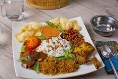 Nasi Uduk / Indonesian Coconut Rice, Originally From Jakarta Nasi Liwet, Indonesian Cuisine, Coconut Rice, Tandoori Chicken, Fried Rice, Grains, Meat, Ethnic Recipes, Food