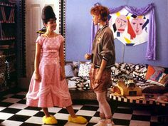 Pretty In Pink, Molly Ringwold & Annie Potts .But let's please forget that horrid prom dress she creates. I don't know what happened to her taste level at the end. 80s Fashion, Pink Fashion, Fashion Outfits, Pink Movies, 80s Movies, Pretty In Pink Dress, Annie Potts, Rosa Style, New Wave