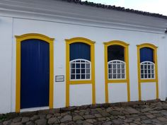 Colonial, Trip Advisor, Garage Doors, Windows, Outdoor Decor, Houses, Home Decor, Brazil, Drop Cloths
