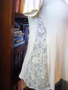 DIY T-Shirt Revamp with Lace 2019 T-Shirt Revamp mit Spitze (ohne Anleitung) (Diy Clothes Refashion) The post DIY T-Shirt Revamp with Lace 2019 appeared first on Lace Diy. Sewing Hacks, Sewing Tutorials, Sewing Projects, Sewing Patterns, Sewing Diy, Diy Projects, Sewing Ideas, Diy Clothing, Sewing Clothes