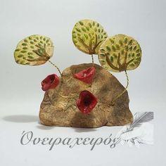 Χειροποίητο Γλυπτό Βράχος με παπαρούνες και δεντράκια σε σύρμα