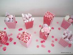 Masser af lækkert mad til en ægte prinsessefødselsdag - It's Fashion, Baby! Pink Parties, Birthday Parties, Fondant Baby, Baby Hacks, Holidays And Events, Afternoon Tea, Kids And Parenting, Essie, Popcorn
