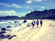 Trekking con la visita guidata ad avere una splendida vista panoramica può essere meglio avuto attraverso sentieri che conducono a spiagge tranquille.