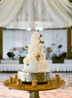 Leslee Mitchell Photography   Planning & Floral Design:  Lauren Chitwood Events   Cake: Martine's Pastries   Venue: Keeneland Library