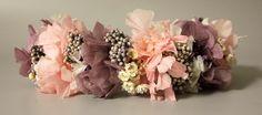 Adornos para el pelo y tocados - Corona para la parte de detrás blanca rosa morada. - hecho a mano por VILLAFLORITA en DaWanda