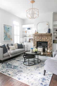 6 Dos and Don'ts of living room remodeling Cream And Gold Living Room, Navy Living Rooms, New Living Room, Living Room Decor, Cozy Living, Small Living Room Design, Living Room Designs, Contemporary Living Room Furniture, Modern Living