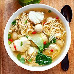 Zupa orientalna z dorszem, pak choi i makaronem Asian Soup, Food Inspiration, Ramen, Chinese, Meals, Dinner, Cooking, Ethnic Recipes, Diet