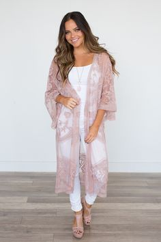 Shop our Floral Lace Scalloped Edge Midi Kimono in Rose. Pair with skinny jeans and heels for a date Floral Kimono Outfit, Kimono Fashion, Shower Outfits, Baby Shower Dresses, Mom Outfits, Spring Outfits, Cute Outfits, Casual Outfits, White Lace Kimono
