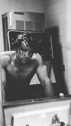 That look--one of the sexiest Ambrose pics, ever!