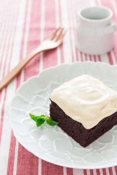 An ultra-moist gluten-free chocolate cake recipe that's as simple as throwing sweet potatoes and a handful of other ingredients in the blender. Gf Cake Recipe, Cake Recipes, Gluten Free Desserts, No Bake Desserts, Gluten Free Chocolate Cake, Flourless Chocolate, Japanese Sweet Potato, Square Cakes, Recipes