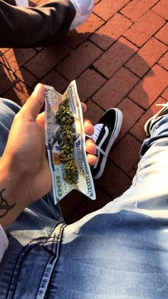 Buy Marijuana Online I Order Weed online I Buy Cannabis online I Edibles Tumblr Wallpaper, Screen Wallpaper, Iphone Wallpaper, Hip Hop Art, Stoner Girl, Jolie Photo, Dope Art, Smoking Weed, Trippy