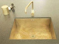 Vasketype A - denne massive messingvask er vores vask nummer 1. Underlimes eller planlimes eller placeres direkte i hul. Ring for yderligere information. Indv. mål: L50 x B40 x 16.8cm Udv. mål: L53 x B43 x H17cm