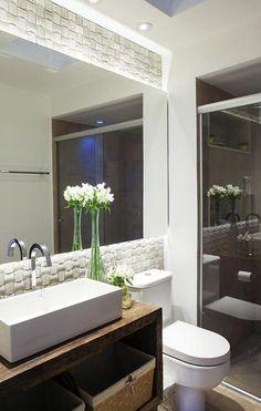 espelho de banheiro com iluminação