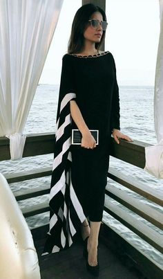 Her earrings set the style: Glass Window - White Biawa Pearl Earrings Abaya Fashion, Muslim Fashion, Women's Fashion Dresses, Fashion Fashion, African Fashion, Indian Fashion, Womens Fashion, Elegant Dresses, Casual Dresses