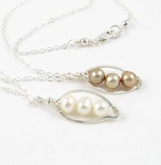 Silver & Pearl necklace. So cute!   Oh this is really really pretty...