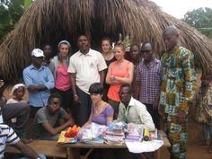 Les membres et les volontaires de SIVA-TOGO, le directeur et CVD du village en présent.