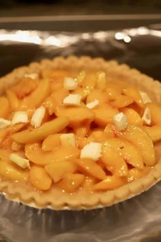 Southern-Style Easy Fresh Peach Pie is full of sun-ripened fresh peach filling baked to perfection. Easy Peach Pie, Fresh Peach Pie, Sweet Peach, Kitchen Recipes, Cooking Recipes, Types Of Pie, Peach Pie Recipes, Holiday Snacks, I Foods
