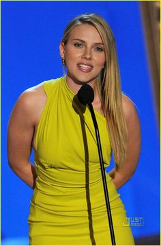 "Scarlett Johansson Photos Photos: Spike TV's ""Guys Choice"" - Show Scarlett And Jo, Black Widow Scarlett, Very Beautiful Woman, Beautiful Models, Absolutely Stunning, Spike Tv, Tv Awards, Thing 1, Cuthbert"
