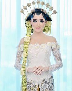 Javanese Wedding, Indonesian Wedding, Foto Wedding, Wedding Photos, Dream Wedding, Traditional Wedding Attire, Traditional Dresses, Modern Kebaya, Kebaya Wedding
