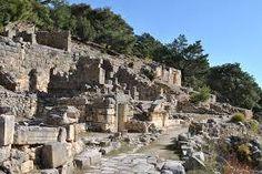 Arykanda - 1 Antalya il sınırları Finike ilçesi yakınlarındaki antik kent. Elmalı - Finike karayolunun tam yarısında bulunan [Arif köyünün Aykırıçay] mahallesine yakın bir ören yeridir. İlk yerleşme zamanına ait arkeolojik ve yazılı kaynaklara dayanan bilgi bulunamayan Arykanda'nın filolojik yönden yerli bir isim oluşu ile eski bir yerleşme yeri olduğu bilinmektedir. 'Anda' ekinden yola çıkarak, bu kentin İ.Ö.2.000 yılından itibaren var olduğu söylenebilir.
