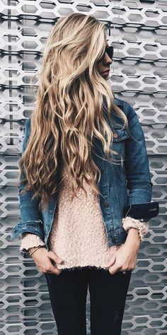 trendy outfit idea: denim jacket + top + skinnies