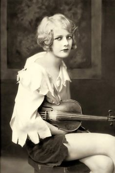 Ziegfeld girl Kay English with her violin - 1929   Photo by Alfred Cheney Johnston