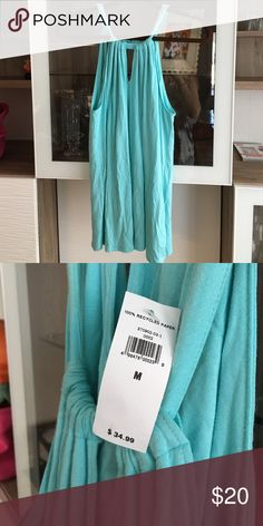 NWT Banana republic keyhole tank top The keyhole top slides so you can adjust the way it fits you! Very cute light blue color, has a built in bra type area but could probably even be cut out if you're not into that. I ❤️ offers! Banana Republic Tops Tank Tops