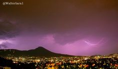 Noche de tormenta en San Salvador...?... A A