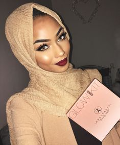 """And this <a href=""""http://go.redirectingat.com?id=74679X1524629&sref=https%3A%2F%2Fwww.buzzfeed.com%2Fessencegant%2Fbeauty-product-reviews-by-muslim-beauty-blogers&url=http%3A%2F%2Fwww.sephora.com%2Fglow-kit-P406576%3FskuId%3D1790633%26icid2%3Dproducts%2520grid%3Ap406576&xcust=4386229%7CBFLITE&xs=1"""" target=""""_blank"""">Anastasia Beverly Hills That Glow Kit</a> for every skin tone."""
