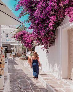 Flowerpower in Mykonos Town. Santorini, Mykonos Town, Hotels, Luxury Travel, Greece, Architecture, Instagram Posts, Amazing Places To Visit, Travel Inspiration