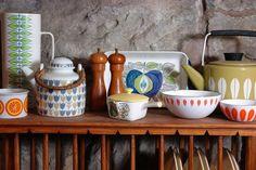 more amazing vintage cookware. amandal more amazing vintage cookware. more amazing vintage cookware. Kitchen Items, Kitchen Dining, Kitchen Decor, Kitchen Goods, Kitchen Dishes, Kitchen Stuff, Kitchen Sink, Dining Room, Modern British Kitchens