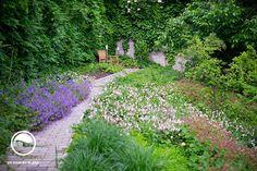 Dokonalé záhrady vyšli z módy! Stepping Stones, Outdoor Decor, Plants, Atelier, Stair Risers, Plant, Planets