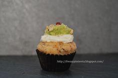 fresa & pimienta: Mini cupcake de tomates secos con guacamole, queso y avellanas tostadas.