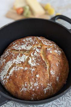 Buttermilch Brot - Dinkelbrot Rezept: Brot backen kann ganz einfach sein. Bei diesem Brot Rezept handelt es sich um ein Dinkel Brot. Buttermilch macht es schön locker und saftig.