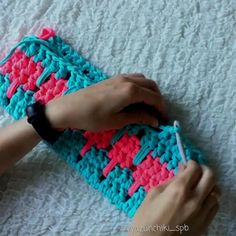 Crochet for beginners videos – Hakeln Afghan Crochet Patterns, Crochet Motif, Diy Crochet, Crochet Designs, Crochet Stitches, Knitting Patterns, Crochet Shell Blanket, Crochet Daisy, Crotchet Patterns