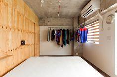 寝室にはシンプルで使いやすいパイプハンガーを設置。#K様邸練馬高野台 #寝室 #パイプハンガー #コンクリート打ちっぱなし #インテリア #EcoDeco #エコデコ #リノベーション #renovation #東京 #福岡 #福岡リノベーション #福岡設計事務所 Storage, Closet, Furniture, Home Decor, Purse Storage, Armoire, Decoration Home, Room Decor, Larger